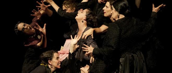 """""""La casa de Bernarda Alba"""" por Irina Kouberskaya @TeatroEspanol @TeatroTribuene @Kirikylabruja @LibreraLetras @cpgellida @Trianabodega @sumadeletras"""
