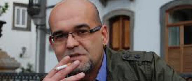 "Alexis Ravelo ""La Estrategia del Pequinés"" @AlexisRavelo1 @AlrevesEditor @Kirikylabruja @LibreraLetras @SomNegra"
